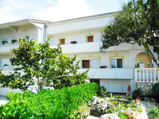 Apartment Veronica for 4 with garden - Rab vacation rentals
