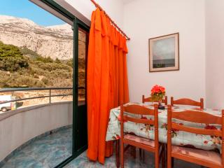 Apartment Poppy 18 for 4 with TV and AC - Makarska vacation rentals