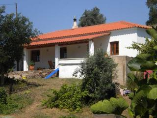 Perfect Cottage with Outdoor Dining Area and Television - Sao Marcos da Serra vacation rentals