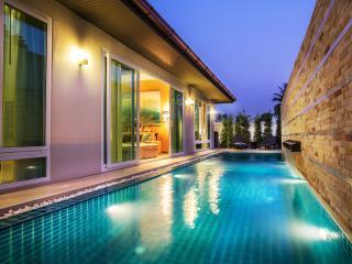 The Ville Grande Pool Villa - 4Bedrooms (C12) - Pattaya vacation rentals
