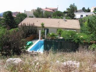 Villa avec piscine au calme verdoyant - Carnoux-en-Provence vacation rentals