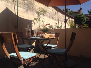 Nice 3 bedroom Fontenay-le-Comte House with Outdoor Dining Area - Fontenay-le-Comte vacation rentals