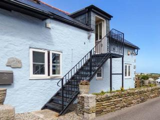 THE BLUE HOUSE, WiFi, flexible zip/link bedroom, first floor balcony and patio with amazing views in the heart of Tintagel, Ref 924394 - Tintagel vacation rentals