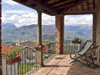 Charming Villa with Internet Access and Balcony - Villa Collemandina vacation rentals