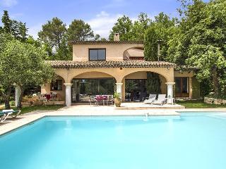 Beautiful 4 bedroom Villa in Le Rouret - Le Rouret vacation rentals