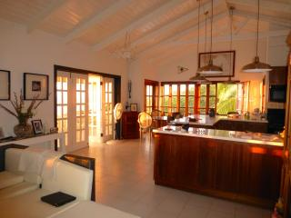 Lovely 4 bedroom Villa in Woodlands with Deck - Woodlands vacation rentals