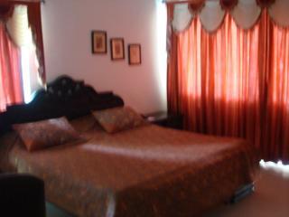 Spacious 4 bedroom Vadodara Bungalow with A/C - Vadodara vacation rentals