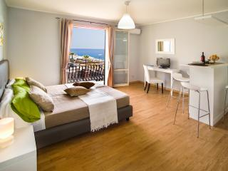 Cozy 1 bedroom Letojanni Condo with Internet Access - Letojanni vacation rentals