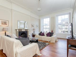 Central Edinburgh 3 Bed Large Apartment - Edinburgh vacation rentals