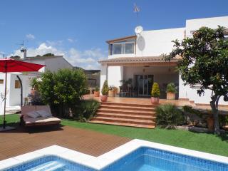 Chalet  Con Piscina Y Jardín   A 13 Km  De Sitges - Olerdola vacation rentals