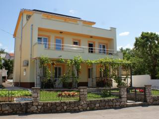 Nice 1 bedroom Jadranovo Apartment with Internet Access - Jadranovo vacation rentals