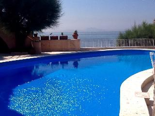 B&B Villa Lina  piscina e accesso a mare privato - Naples vacation rentals