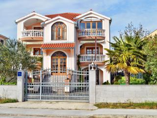TH00546 Apartments Klaric / Two bedrooms A2 - Brodarica vacation rentals