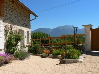 Romantic 1 bedroom Saint-Etienne-de-Crossey Gite with Internet Access - Saint-Etienne-de-Crossey vacation rentals