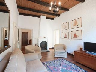 Appartamento ampio in prestigioso casale & piscina - Savona vacation rentals