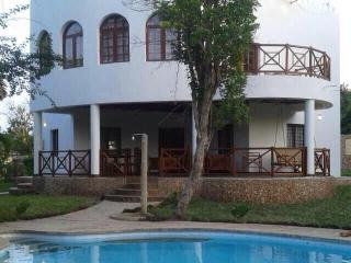 Book now 10% discount, Private pool, security, clean, free wifi, sea view villa - Diani vacation rentals