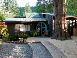 Sugar Cube Cabin and Gallery - Bowen Island vacation rentals