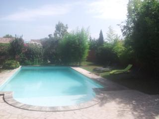 Nice House with Internet Access and Shared Outdoor Pool - Carpentras vacation rentals