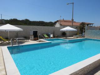 Nice Studio with Deck and Internet Access - Pataias vacation rentals