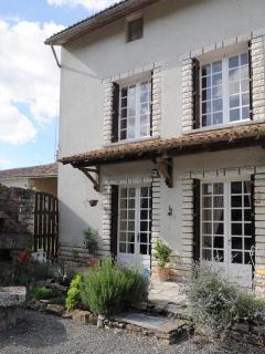 2 bedroom House with Internet Access in Moncontour - Moncontour vacation rentals