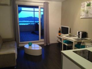 Appt vue mer dans residence piscine et parking - La Seyne-sur-Mer vacation rentals