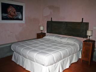 2 bedroom Apartment with Central Heating in Arezzo - Arezzo vacation rentals