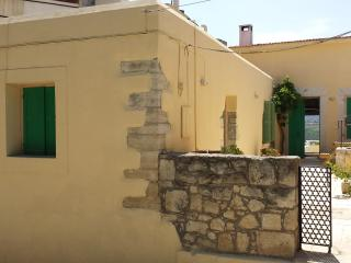 Cozy 2 bedroom Heraklion House with Deck - Heraklion vacation rentals