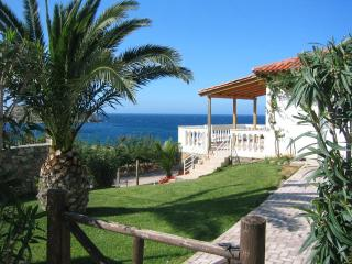 Cozy 2 bedroom Sitia Bungalow with Internet Access - Sitia vacation rentals