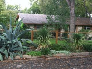 Charming 2 Rm Suite in Barton Hills - Austin vacation rentals