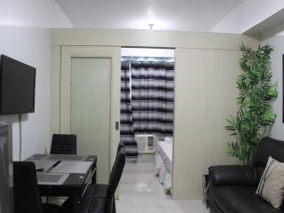 Modern Suites w/ balcony, room free wifi- Mall of Asia - Manila vacation rentals