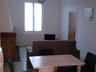 4 Grand F2 - Saint-Quentin vacation rentals