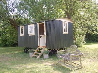 1 bedroom Shepherds hut with Internet Access in Eastling - Eastling vacation rentals
