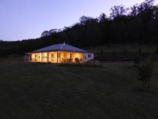 Nice Cottage with Dishwasher and Ceiling Fans - Wollombi vacation rentals