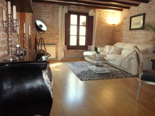 SUNNY • 2 Bedrooms • Luxury • Heart • Gotico • Level 5★ - Barcelona vacation rentals