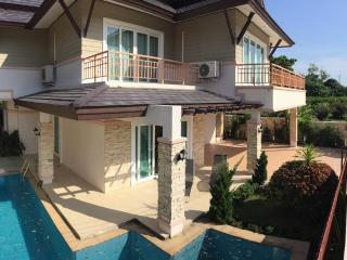 3 bedroom Villa with Internet Access in Chalong Bay - Chalong Bay vacation rentals
