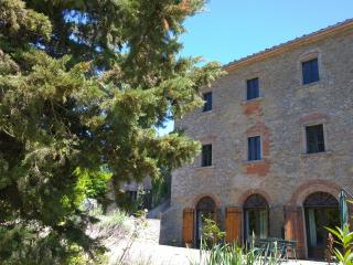 Ario - 6 people - shared pool - Art & Nature - Anghiari vacation rentals