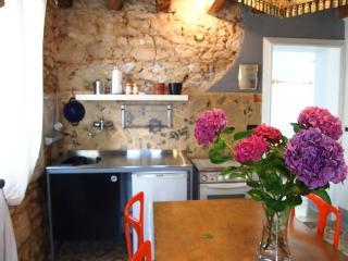Castel Manduca Garden - Casa d'epoca con giardino - Piovene Rocchette vacation rentals