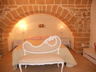 Lovely 2 bedroom Apartment in Taranto - Taranto vacation rentals