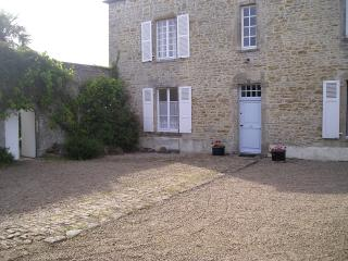 Charming 5 bedroom Manor house in Fontenay-sur-Mer with Internet Access - Fontenay-sur-Mer vacation rentals