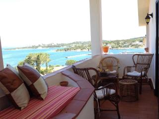 Nice Townhouse with A/C and Television - Baia Sardinia vacation rentals