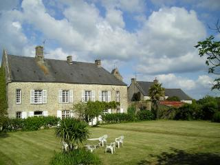 Charming 5 bedroom Fontenay-sur-Mer Manor house with Internet Access - Fontenay-sur-Mer vacation rentals