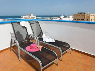 Marae, modern duplex with solarium and sea views - El Cotillo vacation rentals