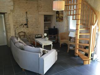 Cozy 2 bedroom Bayeux House with Internet Access - Bayeux vacation rentals