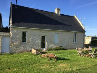Cozy House with Dishwasher and Linens Provided in Bayeux - Bayeux vacation rentals