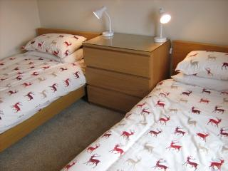 Cozy 3 bedroom Cottage in Stirling with Dishwasher - Stirling vacation rentals