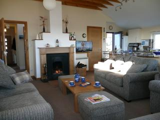 Bright 3 bedroom Cottage in North Uist with Television - North Uist vacation rentals