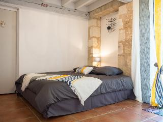 Romantic 1 bedroom Bed and Breakfast in Margaux - Margaux vacation rentals