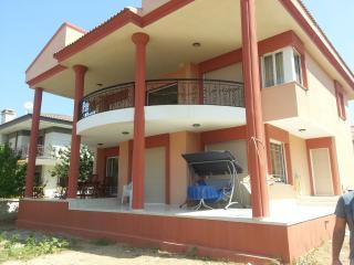 Bright 6 bedroom Villa in Cesme - Cesme vacation rentals
