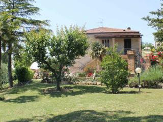 Bright 3 bedroom Ripatransone House with Internet Access - Ripatransone vacation rentals