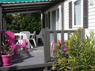 Cozy 2 bedroom Ile d'Oleron Caravan/mobile home with Game Room - Ile d'Oleron vacation rentals